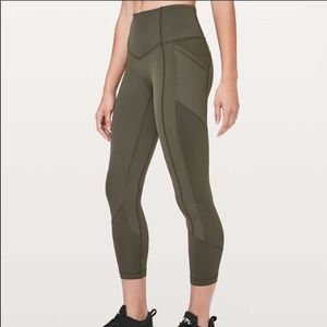NWOT Lululemon All The Right Places Crop sz 4
